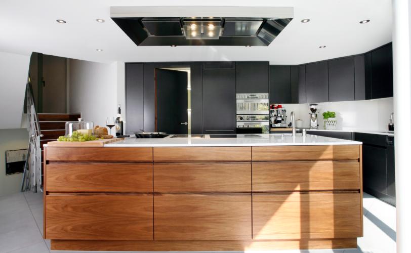 Kücheninsel mit Nussbaum von Fischer AG