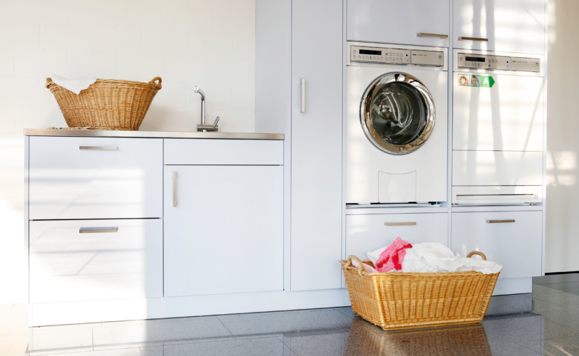 Waschküche mit Wäschekorb