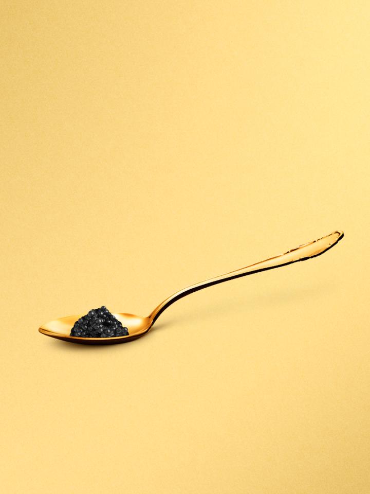 Fischer Goldener Löffel mit Kaviar